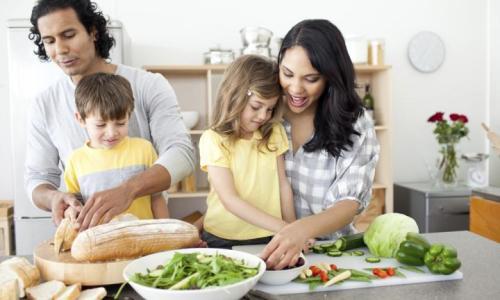 positive-family-preparing-lunch-together-20150410061507.jpg~q75,dx720y432u1r1gg,c--.jpg